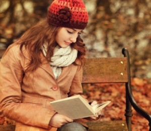 woman-reading-a-book-on-park-bench-autumn-fall-401x349